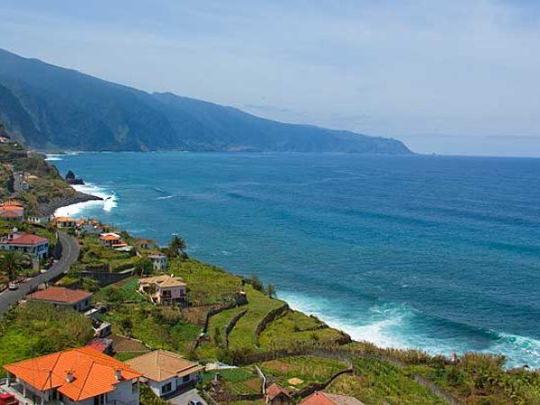 Madeira Island : Hawaii of Europe ? [+ Surf Spot Map]